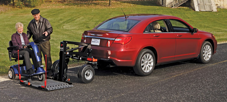 wheelchair-vehicle-lift-on-trailer-hitch